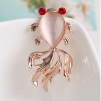 Lady Elegant Charming High-grade Opal and Rhinestone Crystal Cute Fish Brooches Pins 18K Gold Plated Alloy Jewelry Brooches Accessories for Prom