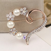 Lady Elegant Charming High-grade Pearl and Rhinestone Crystal Heart-shaped Brooches pins 18K Gold Plated Alloy Jewelry Brooches Accessories for Prom