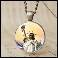 12PCS retro Statue of Liberty Photo Pendant USA Torch Chain Necklace Olympic Games Charm Jewelry Gifts T1016