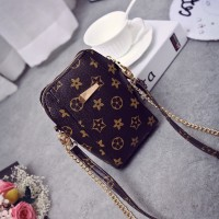 In the summer of 2017 the new super cute mini shell phone bag presbyopic single shoulder his lady bag chain small bag