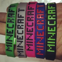100 pcs one lot minecraft bracelets New Fashion Minecraft sport bracelet Silicone creeper wristband game accessory toy gift High Quality.